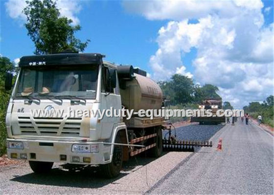الصين 8000L Road Construction Equipment Asphalt Distributor Truck With Two Diesel Bummer Heating System المزود