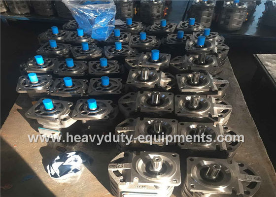 الصين Hydraulic triple gear pump 1010000135 for Zoomlion crane with warranty المزود