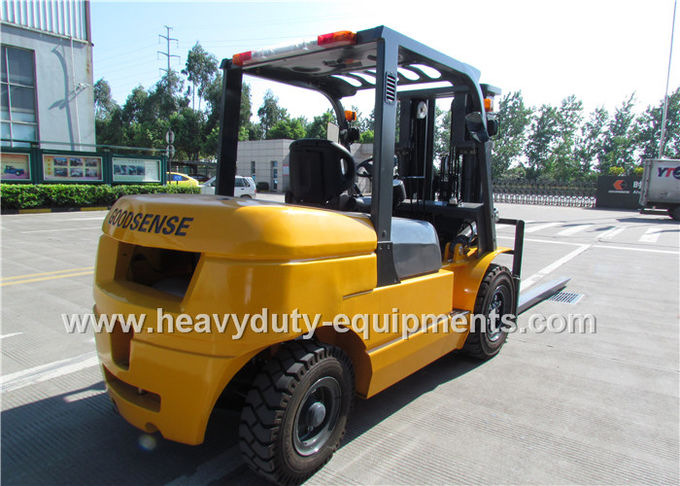Sinomtp FD50 Industrial Forklift Truck 5000Kg Rated Load Capacity With ISUZU Diesel Engine