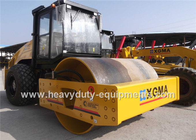 XG6141 Hydraulic Vibratory Road Roller Adopted Dongfeng Cummins turbocharged diesel engine